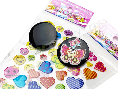 Voice recorder in the form of a pin/macaroon