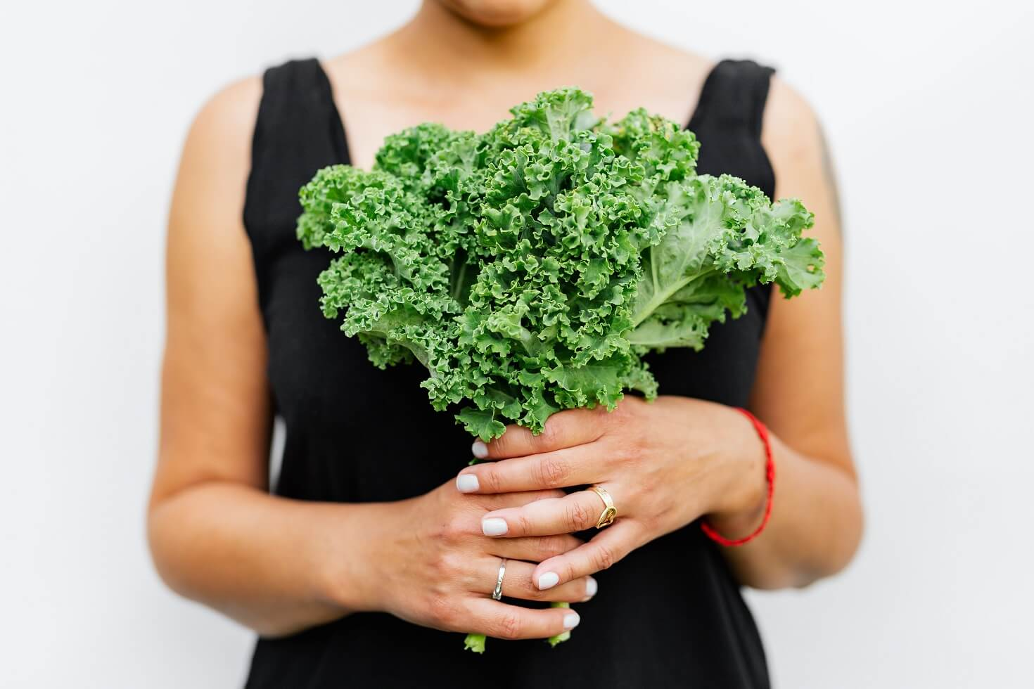 Woman holding a bunch of kale with fiber for gut health