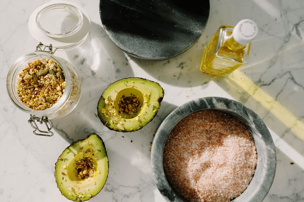 Extra-virgin olive oil and avocados as sources of healthy fats to reduce cholesterol naturally