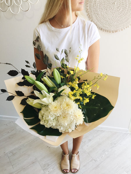 white-flower-bouquet-florist-coolum-delivery-homewares