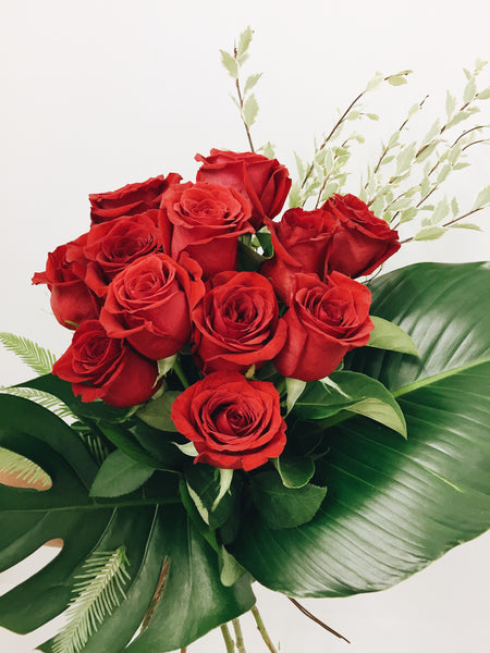 Valentines 12 red roses bouquet delivery Noosa