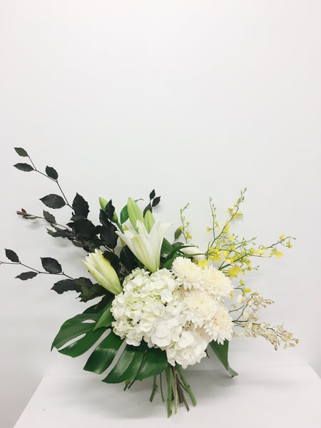 white-floral-bouquet-florist-coolum-beach-mudjimba