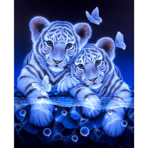 DIY-DIAMOND PAINTING/PAINT WITH DIAMONDS-BABY WHITE TIGERS