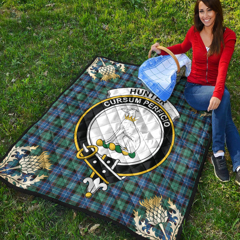 Hunter Ancient Clan Crest Tartan Scotland Thistle Gold Pattern Premium Quilt K9
