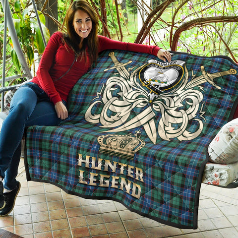 Hunter Ancient Clan Crest Tartan Scotland Clan Legend Gold Royal Premium Quilt K9