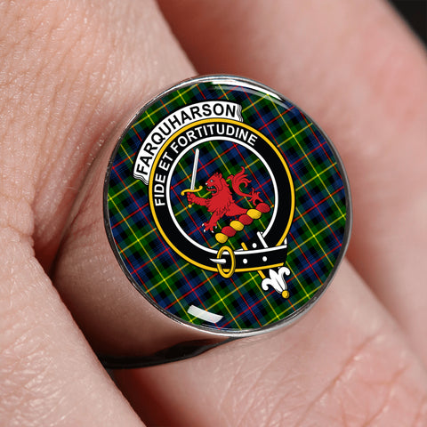 Image of Farquharson Modern Tartan Crest Ring | scottishclans.co