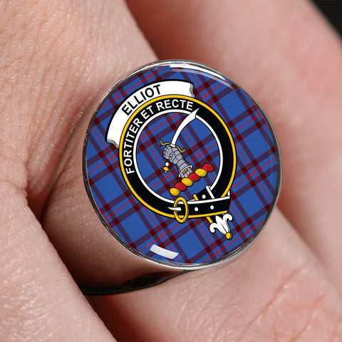 Image of Elliot Modern Tartan Crest Ring | scottishclans.co