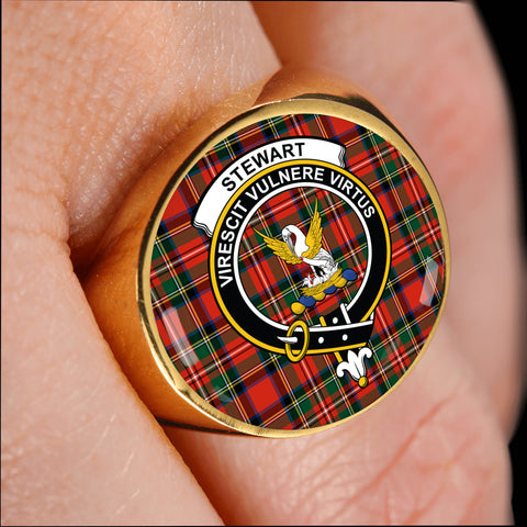 Image of Stewart crest ring tartan gold on finger
