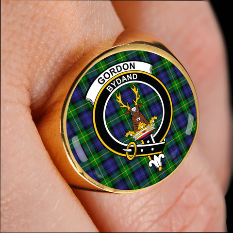 Gordon Modern crest ring tartan gold on finger