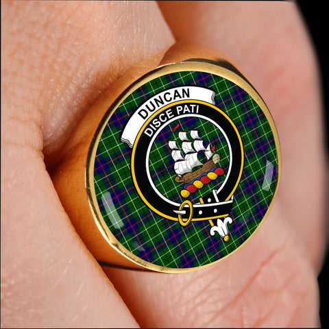 Duncan crest ring tartan gold on finger