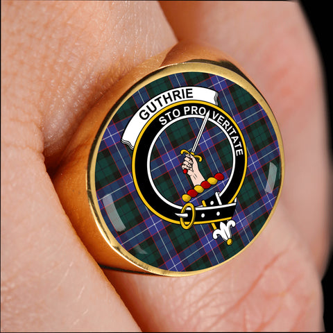 Guthrie Modern crest ring tartan gold on finger