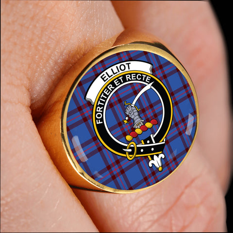 Image of Elliot Modern crest ring tartan gold on finger