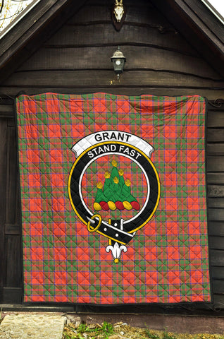 Grant Ancient Tartan Clan Badge Premium Quilt TH8