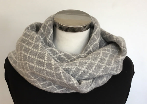 Infinity Scarf Soft Merino Lambswool Stone Wall Pattern in Uniform Grey and Cream