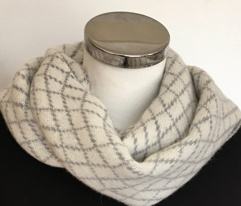 Scarf - Infinity Scarf Soft Merino Lambswool Stone Wall Pattern in Cream and Uniform Grey