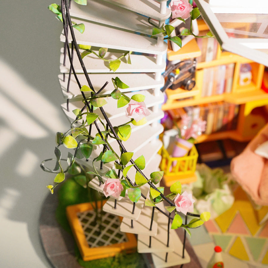 DIY MINIATURE HOUSE : Dora's Loft