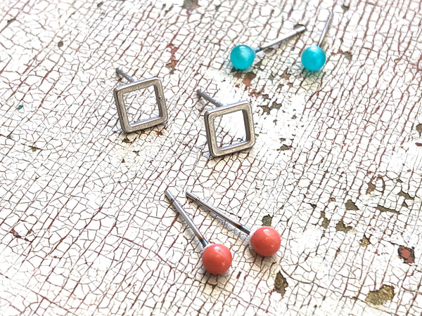 tiny stud set earrings