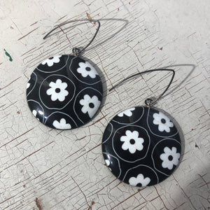 Black & White Large Etched Daisy Disc Drop Earrings