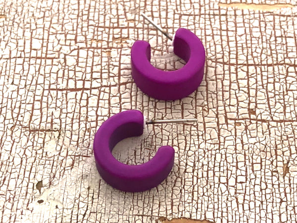 violet tiny hoops