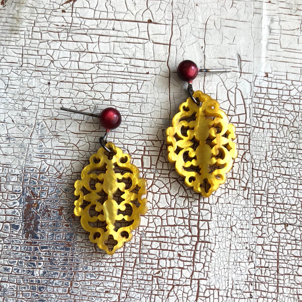 gold glow earrings