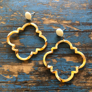 Dark Ivory & Mustard Marbled Quatrefoil Earrings