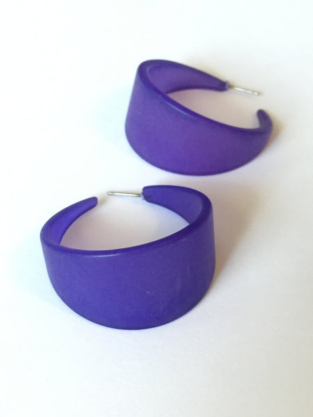 large tapered blue hoops