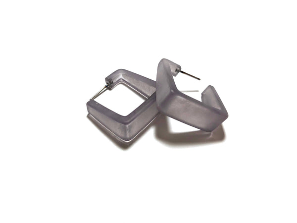 square earrings grey
