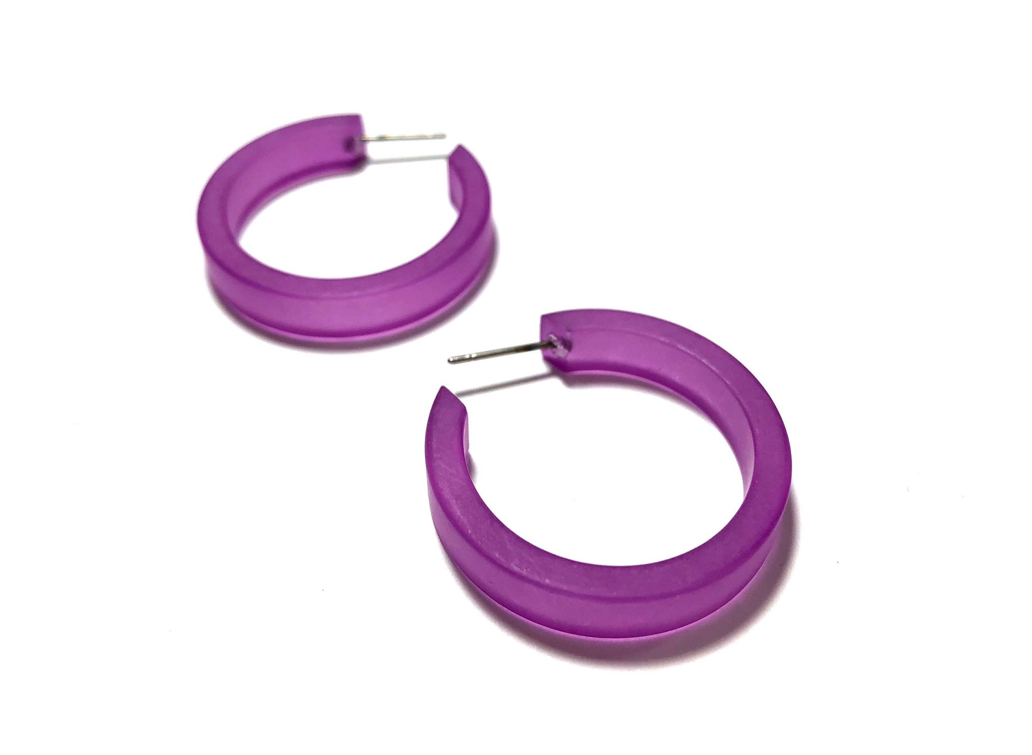 small classic earrings violet