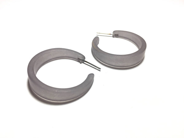 grey tapered earrings