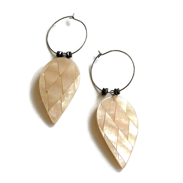 shell glow earrings