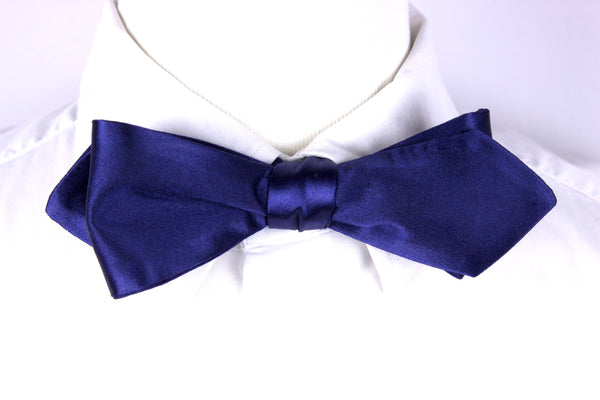 THE CLASSIC - SILK BOWTIE (DIAMOND TIP)