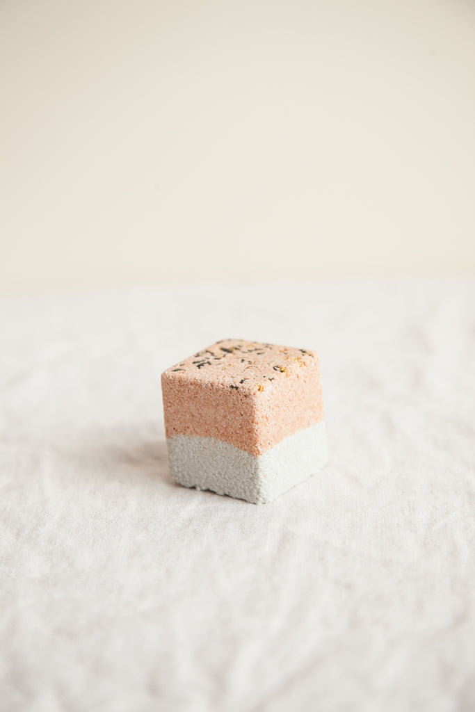 Clay & Essential Oil Mini Bath Fizz