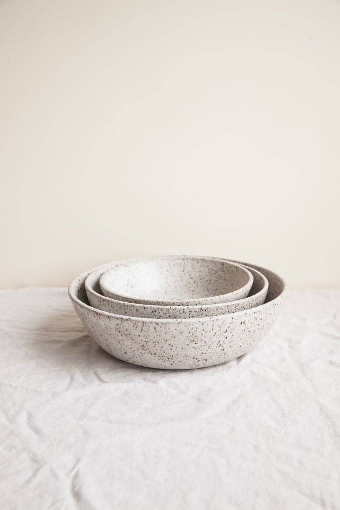 Nesting Serving Bowls / Pebble