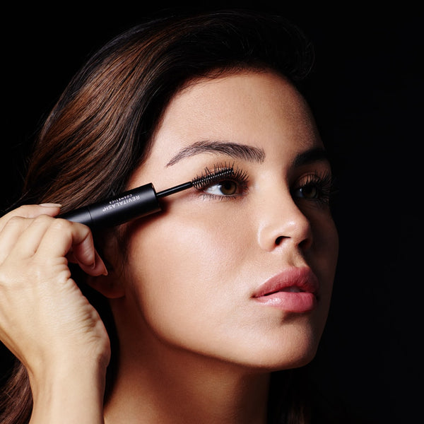 Apply Volumizing Primer to bare lashes beginning at the base of the eyelash, twirling upward and outward. Using the same application technique, apply Volumizing Mascara.