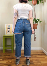 Vintage Destoryed Medium Wash Jeans - XL