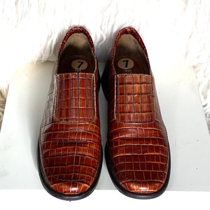 Floran's Made In Italy Embossed Leather Loafer size 7 - City Girl Barn Treasures