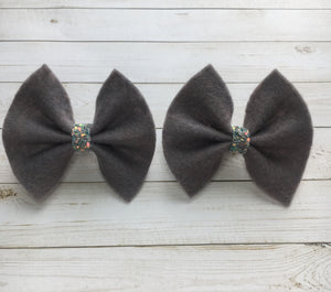 Gray felt piggy set