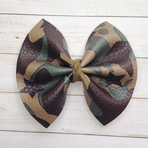 Camo Girl Standard - Baby's shower gift, toddler gift, baby gift, camouflage bow