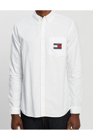 TOMMY JEANS OXFORD BADGE SHIRT WHITE