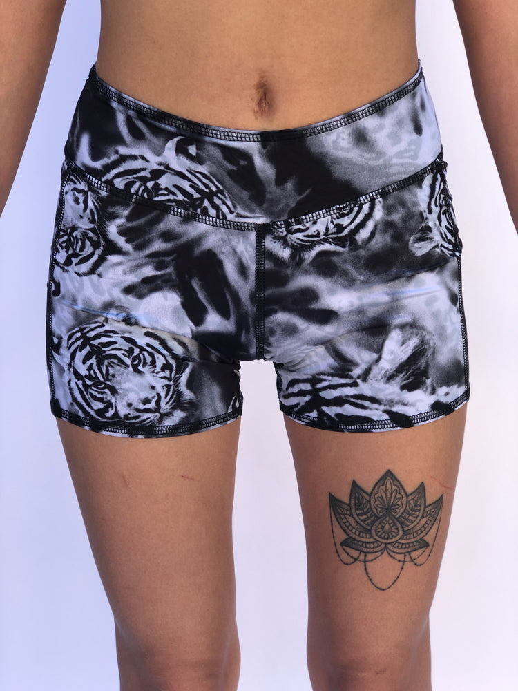 BOYS SHORTS LOW RISE WHITE TIGER/SNOW LEOPARD