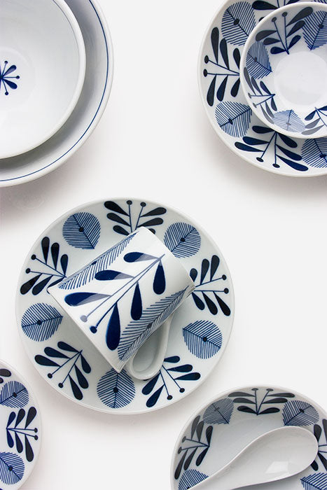 Blue and White 8.75 inch Dish Tableware