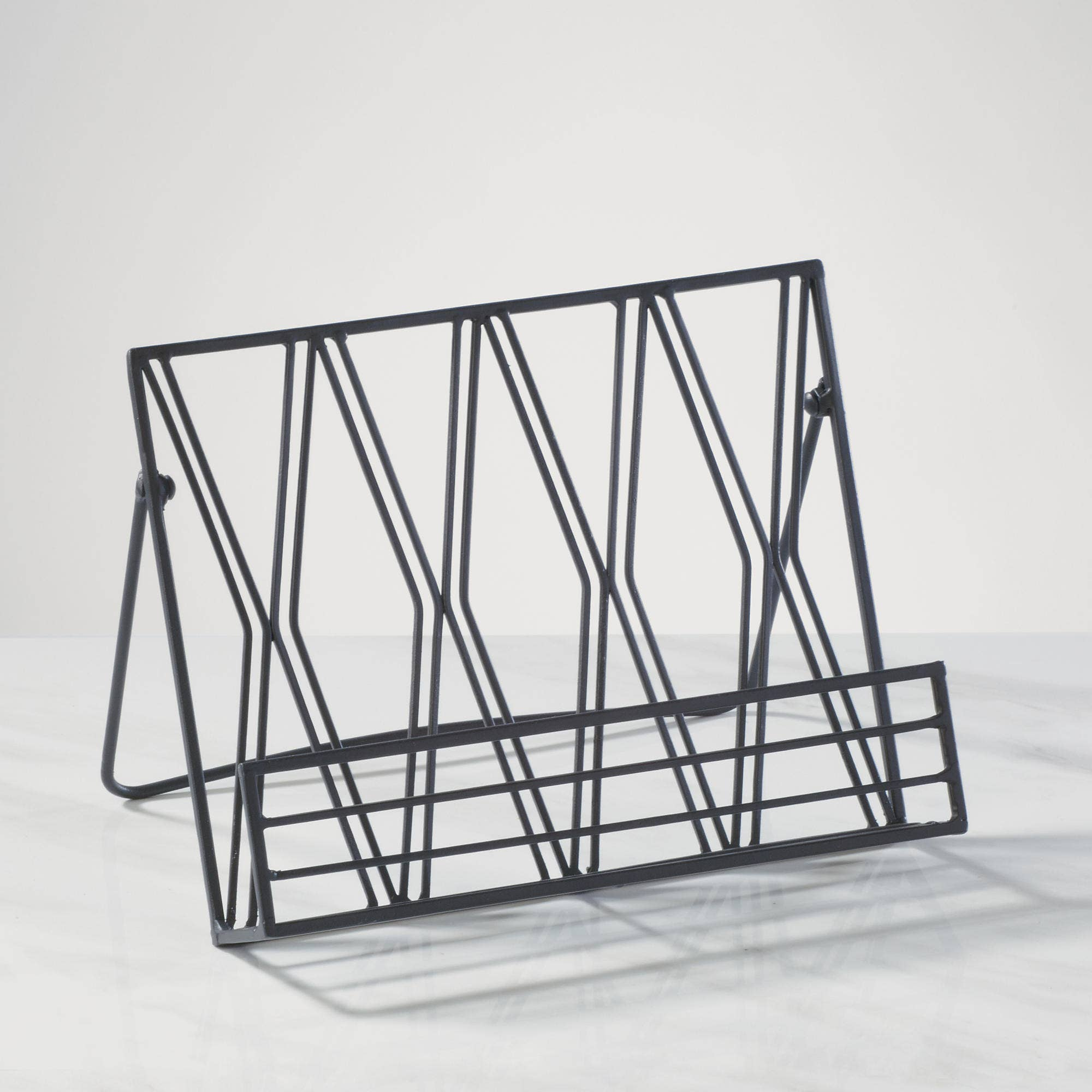 Diamond Pattern Metal Cookbook Stand