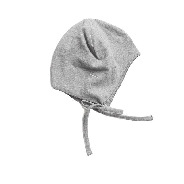 Grey baby hat with strings made of organic cotton kind