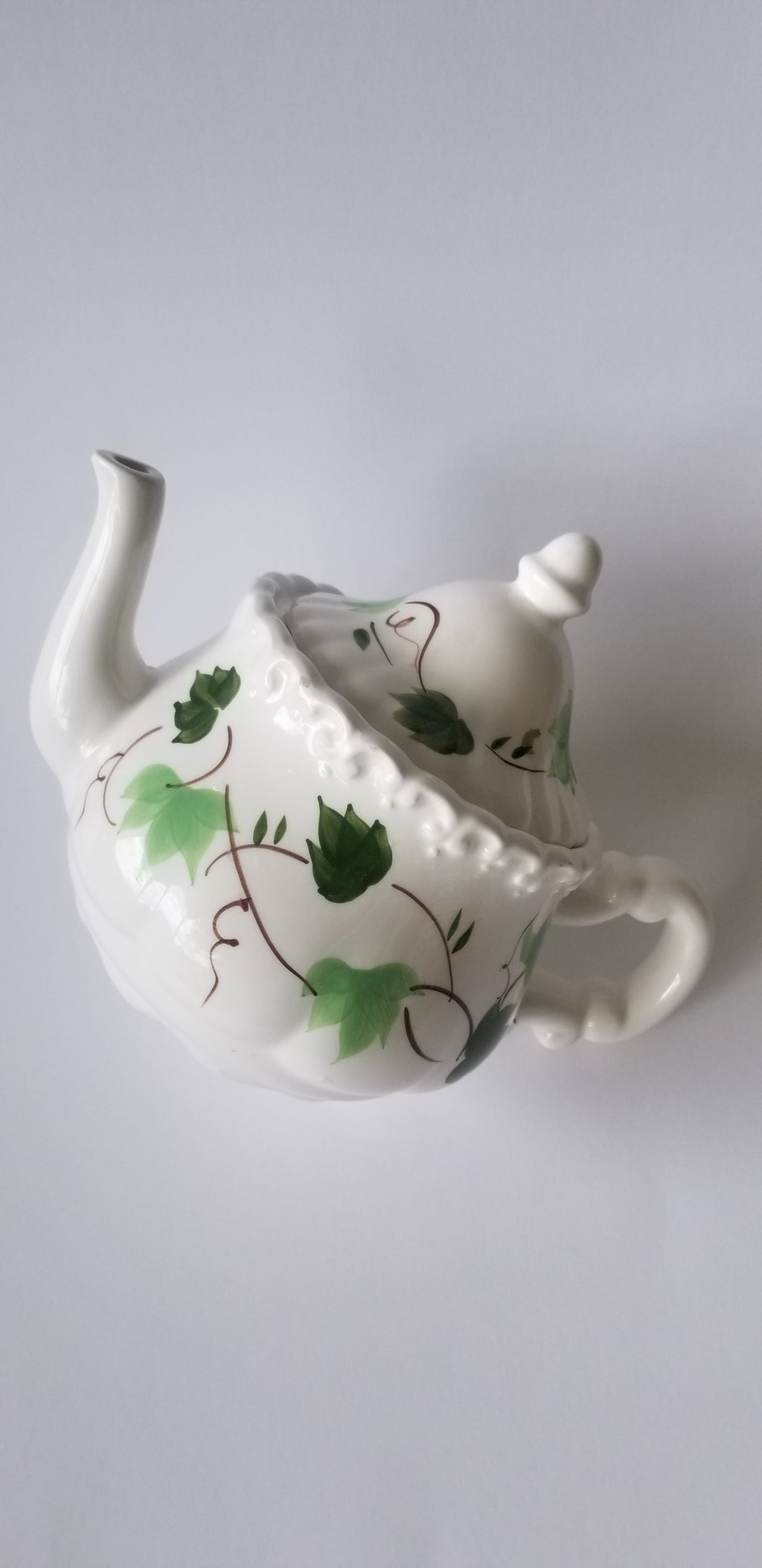 Cardinal Inc. teapot ceramic white with green ivy 1992