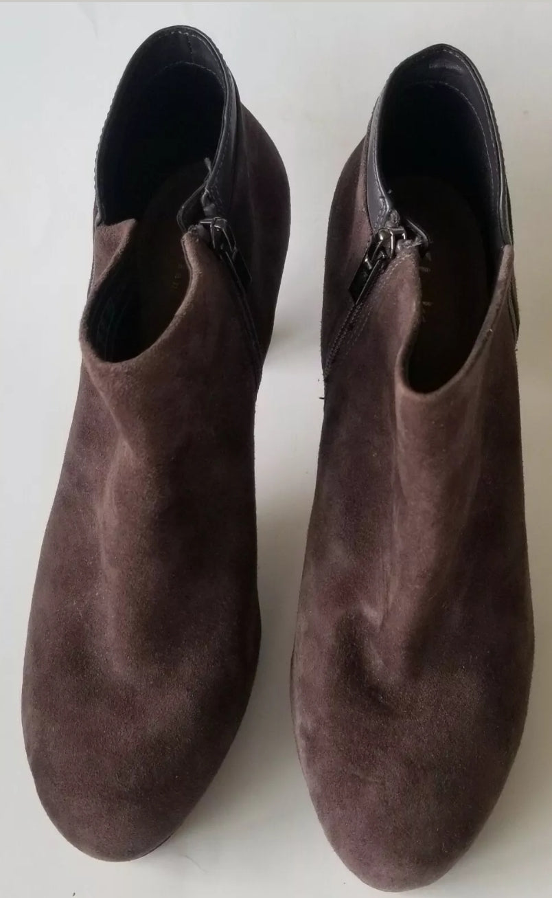 Clarks Artisan women's ankle boots brown suede leather size 8.5M