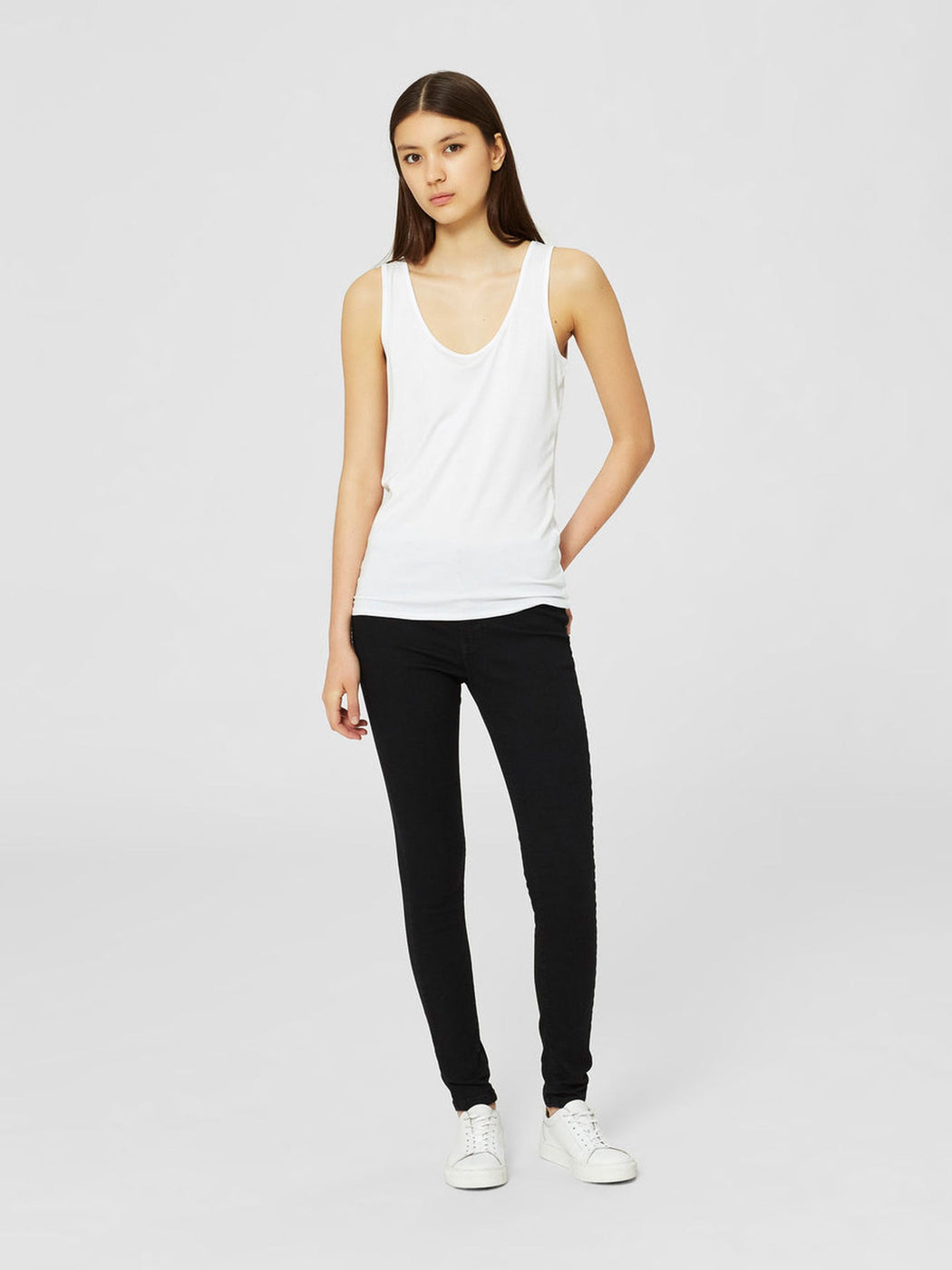 Mio White Scoop Neck Vest Tank Top