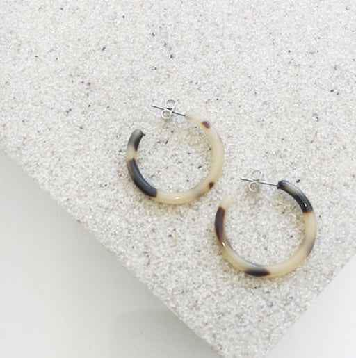 Calla Resin Hoop Earrings in Light Tortoise
