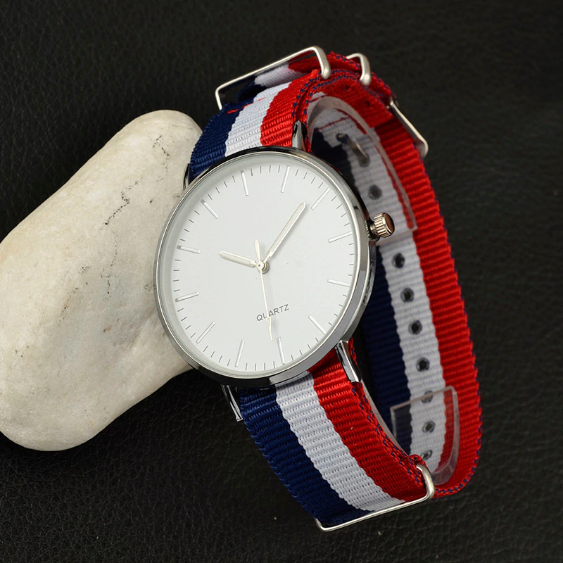 New Casual and Fashion Quartz Watch with Multicolor Nylon Cloth Watchband Wristwatch