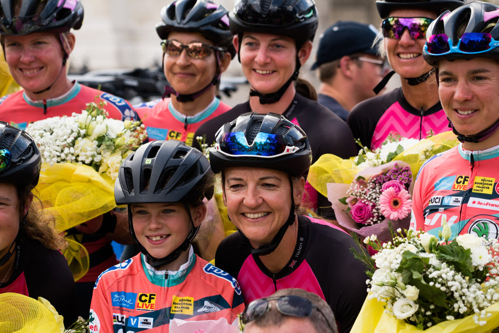 the 2019 team with members ofDonnons Des Elles Au Vélo and a young fan