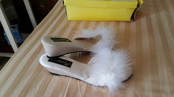 Vintage Messina Puff Slippers White Size Medium 1988 in orginal box